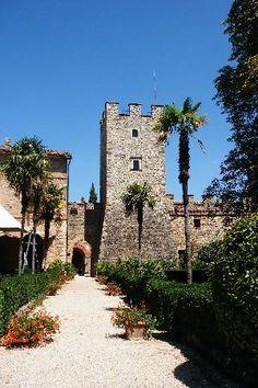 Castello di Modanella: Garden: my first wedding..... beautiful times
