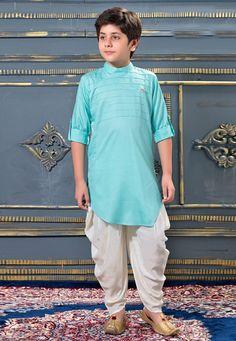 New boys kurta trend for eid Nigerian Men Fashion, Indian Men Fashion, Dhoti Mens, Kids Kurta Pajama, Pink Princess Dress, Boys Kurta Design, Designer Kids Wear, Designer Anarkali Dresses, Baby Dress Patterns