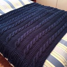 r/knitting - [FO] Speedy Fisherman Afghan I love the border on this blanket! Afghan Patterns, Crochet Blanket Patterns, Knitting Patterns Free, Free Knitting, Cable Knit Blankets, Knitted Baby Blankets, Knitted Blankets, Diy Blankets, Knitting Stitches
