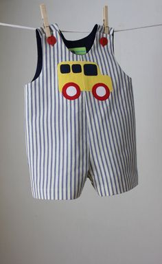 Boy's School Bus Applique Romper by roomtoromp on Etsy - Kindermode Baby Sewing Projects, Sewing Patterns For Kids, Sewing For Kids, Clothes Patterns, Toddler Outfits, Baby Boy Outfits, Kids Outfits, Baby Boy Dress, Little Girl Dresses