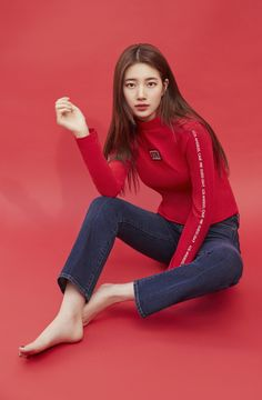 Suzy's Retro Mood in Red and Jeans Asian Woman, Asian Girl, Barefoot Girls, Instyle Magazine, Cosmopolitan Magazine, Idole, Bae Suzy, Korean Actresses, Korean Celebrities