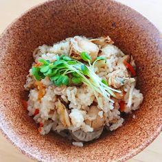 寒い季節にこそ食べたい炊き込みご飯。具材や味付けで、そのバリエーションは無限大です。今回は、また作ってほしい♡と喜ばれそうな激うまレシピをピックアップしました。 Rice Cooker Recipes, Cooking Recipes, Risotto, Food And Drink, Meals, Ethnic Recipes, Food Recipes, Meal, Food