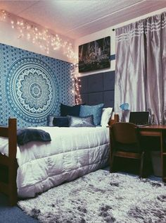 Modern Gardening This is one of the cutest dorm room ideas for girls! - Cute dorm room ideas that you need to copy! These cool dorm room ideas are perfect for decorating your college dorm room. You will have the best dorm room on campus! Boho Dorm Room, Cute Dorm Rooms, Bohemian Dorm, Dorm Room Rugs, Bohemian Tapestry, Bohemian Design, Diy Dorm Room, Hippie Dorm, Bohemian Homes