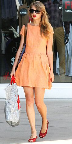 Taylor Swift - tangerine and red combination.