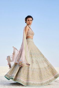 have brought every single design of Anita Dongre lehenga for you to have a look. Anita Dongre Lehengas are known for their innovative new design Anita Dongre, Indian Bridal Sarees, Bridal Lehenga, Indian Lengha, Floral Lehenga, Wedding Lehnga, Lehenga Gown, Lehenga Designs, Indian Wedding Outfits