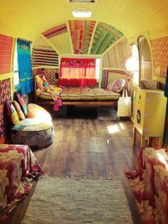 Inspiration von Van Life Hippie-Ideen im böhmischen Stil Nizza Inspirat… Glamping, Gypsy Caravan, Gypsy Wagon, Gypsy Trailer, Bus House, Tiny House, Vw Bus, Hippie Style, Hippie Bohemian