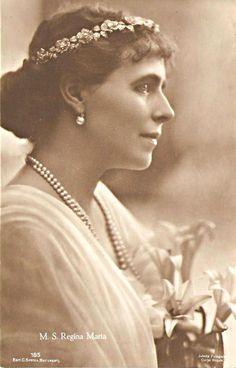QueenMarie of Romania wearing a Floral Tiara