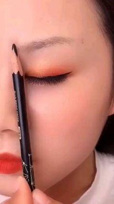 Makeup Tips Eyeshadow, Eyebrow Makeup Tips, Makeup Tutorial Eyeliner, Eye Makeup Steps, Eyebrow Tutorial, Contour Makeup, Makeup Videos, Simple Eyeshadow Tutorial, Makeup For Black Skin