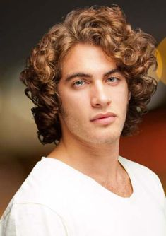 28 Hairstyle for Thick Wavy Hair Men Fashion Long Thick Hair Men, Wavy Hair Men, Thick Curly Hair, Man With Long Hair, Hair Styles 2014, Medium Hair Styles, Curly Hair Styles, Chignons Glamour, Mid Length Curly Hairstyles