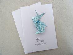 Chaque faire part est unique. Celui-ci est orné dun petit lapin en origami. La finition est délicate et soignée. Le faire-part inclue: Carte double