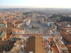Plaza San Pedro en #Roma, vista desde la cúpula de la basílica.