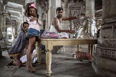 Inde, Rajasthan, Ranakpur, Temple d'Adinath. Déesses au temple. Construit au XVe siècle, avec ses 1.444 piliers, le temple d'Adinath est le plus imposant temple jaïn d'Inde