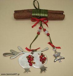 Γούρι Κανέλα 2012 :: Κοσμήματα Γούρια Christmas Home, Handmade Christmas, Christmas Crafts, Christmas Decorations, Christmas Ornaments, Holiday Decor, Christmas Ideas, Dyi Crafts, Lucky Charm