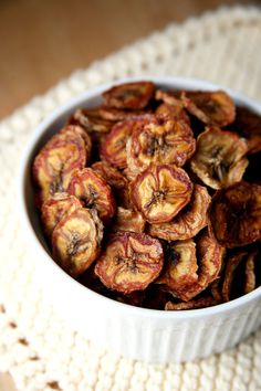 With some quick prep and a few hours on a lazy afternoon at home, you can make your own banana chips to save on dough and added sugars.