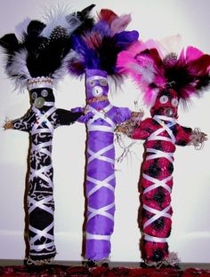 Learn some brief history about the Haitian religion of Voodoo. Discover how to make a string doll and transform it into a Voodoo doll. Fun craft project for you and your girlfriends to do together. Voodoo Doll Spells, Diy Voodoo Dolls, Diy Doll, Voodoo Halloween, Voodoo Party, Halloween Inspo, Halloween 2020, Afro, Voodoo Hoodoo