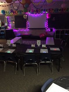 Setting the stage to engage for Bat Research! Classroom Environment, Classroom Setup, Classroom Design, Kindergarten Classroom, Classroom Organization, Ron Clark, Classroom Halloween Party, Animal Adaptations, Teacher Outfits