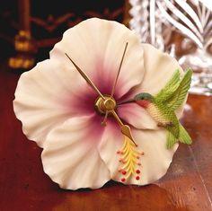 Hummingbird & Hibiscus Flower Time Clock