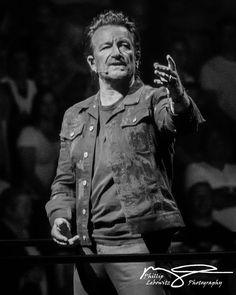 Bono - U2EiTour 2018 - Foto: Phillip Lebowitz Music Pictures, Great Pictures, U2 Poster, U2 Songs, Bono U2, U 2, Concert Photography, Your Voice, Cool Bands