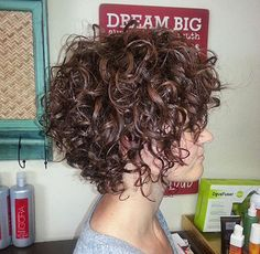 Gorgeous Short Curly Hair Ideas You Must See Cheveux courts bouclés Short Curly Hairstyles For Women, Curly Hair Styles, Haircuts For Curly Hair, Curly Hair Cuts, Hair Styles 2016, Curly Short, Short Haircuts, Modern Hairstyles, Medium Hairstyles