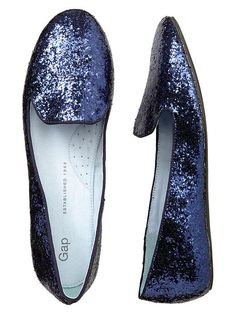 Sparkly blue shoes - navy blue loafers are the best! Wear them with jeans or a dress. Earth or moon. Flat Boots, Shoe Boots, Shoe Bag, Crazy Shoes, Me Too Shoes, Glitter Flats, Blue Glitter, Blue Shoes, Blue Flats