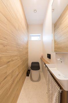 お洒落なマットブラックのトイレ。壁には空気をきれいにしてくれる木目調のエコカラット。 #トイレ #黒 #インテリア #エコカラット #新築 #マイホーム Alcove, Bathtub, Rest Room, Bathroom, Standing Bath, Washroom, Bathtubs, Bath Tube, Full Bath