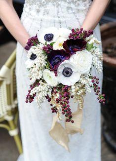 Экзотический каскадный букет невесты
