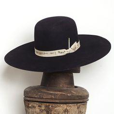 The Westinghouse – Nick Fouquet Fancy Hats, Cool Hats, Vintage Fashion 1950s, Vintage Hats, Victorian Fashion, Custom Cowboy Hats, Preppy Mens Fashion, Fashion Fashion, Gentleman Hat