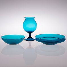 "HELENA TYNELL, MALJA ""Pomona"", NANNY STILL, MALJAKKO ""Ruusu"", malli 1410 ja MALJA, Riihimäen Lasi, 1960-luku. Glass Room, Glass Art, Glass Design, Design Art, Alvar Aalto, My Favorite Color, Scandinavian Design, Cobalt Blue, Shades Of Blue"