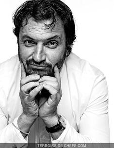 """Yves Camdeborde - Un béarnais à Paris devenu star médiatique mais aussi inventeur de la """"bistronomie"""", après un parcours dans les plus grandes maisons parisiennes. Cet homme, convivial et chaleureux, est un exemple de réussite maîtrisée."""