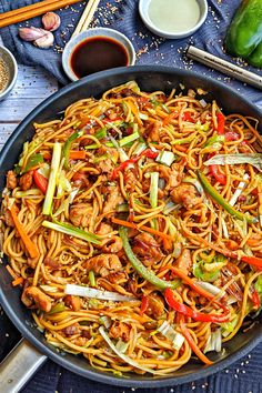 Chicken Skillet Recipes, Easy Baked Chicken, Low Carb Chicken Recipes, Beef Recipes, Chow Mein Au Poulet, Chicken Chow Mein, Dinner With Ground Beef, Asian Recipes, Ethnic Recipes