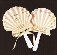 結婚式のプログラムをシェル型のうちわにしちゃうと、夏の結婚式のいいお土産にもなりますね!