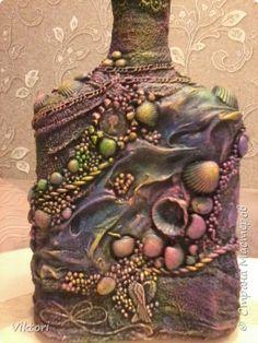 Здравствуйте все!! Я опять с бутылкой!! Давно хотела сотворить что-то в стиле терра, думаю, моё творение можно туда отнести.  фото 11 Glass Bottle Crafts, Wine Bottle Art, Painted Wine Bottles, Diy Bottle, Bottles And Jars, Bottle Vase, Glass Bottles, Wine Glass, Rock Crafts