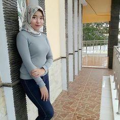 Beautiful Arab Women, Beautiful Hijab, Girl Hijab, Hijab Outfit, Muslim Fashion, Hijab Fashion, Foto Chika, Islamic Girl, Indonesian Girls