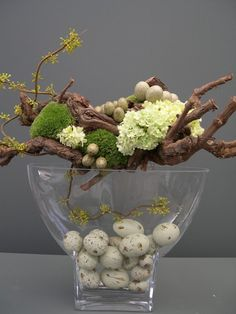 floral arrangement for Spring/Easter ... modern art look with natural materials... beautiful