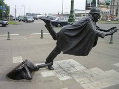 Policeman Being Tripped - 40 Unusual and Creative Statue and Sculpture Art – Part 2