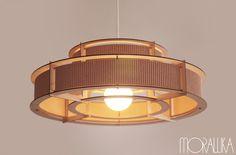 Lampa Oblivion również nawiązuje do nurtu ECO-designu przez wykorzystanie naturalnych materiałów oraz elementy wykonane z tektury falistej pochodzącej oczywiście z recyclingu.  Oblivion lamp to...