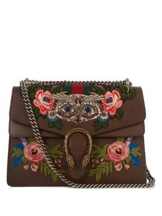 Gucci's Dionysus bag is a stunning showcase of Italian craftsmanship and artistry. Made from oak-brown grained leather, it's adorned with tonal-pink and blue embroidered flowers, as well as a shimmering sequin and bead-embellished owl motif. Leather Shoulder Bag, Shoulder Strap, Shoulder Bags, Buy Gucci, Gucci Bags, Dionysus, Luxury Gifts, Embroidered Flowers, Metal Chain