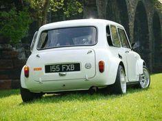mini cooper, no bumper smoothed arches Mini Clubman, Mini Countryman, Classic Mini, Classic Cars, Porsche Classic, Fiat 500, Mini Morris, Automobile, Jaguar