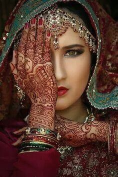 I love the henna art on her arms and how it blends with the rest of the colors. I could recreate this photo by wearing some of the same decorations, makeup, and henna tattoos. Beautiful Eyes, Beautiful People, Beautiful Women, Beautiful Mehndi, Beautiful Bride, Beautiful Pictures, Interesting Faces, World Cultures, Henna Designs