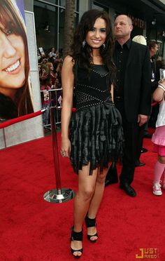 "demi lovato at premiers  | ... Dresses: Demi Lovato - ""Hannah Montana, The Movie"" Premiere 2009"