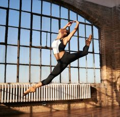 In a ballet world filled with white swans, Misty Copeland stands out. As the first African-American female to hold the rank of Soloist at American Ballet The. Cute Athletic Outfits, Cute Gym Outfits, Dance Outfits, Misty Copeland, Afro, Sexy Workout Clothes, Dancers Body, Ballet Dancers, American Ballet Theatre