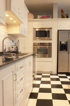love black/white floor tiles....very retro.