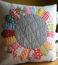 Dresden plate quilt (pillow).