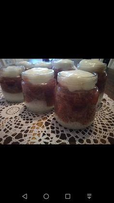 Kerroskiisseli välipalaksi: vaniljainen maitokiisseli ja mansikka-raparperikiisseli