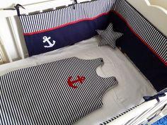 Ensemble tour de lit et gigoteuse rayé bleu marine et blanc