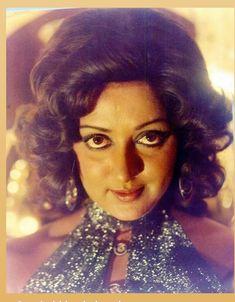 Vintage Bollywood, Indian Bollywood, Bollywood Stars, Most Beautiful Bollywood Actress, Beautiful Actresses, Beautiful Eyes, Gorgeous Women, Mermaid Bra, Hema Malini