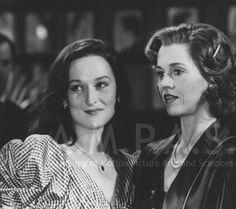 Meryl Streep has her first film role in Vanessa Redgrave and Jane Fonda in Julia which starred Jane Fonda and Vanessa Redgrave. Vanessa Redgrave, Kevin Spacey, Meryl Streep Movies, Maryl Streep, Fred Zinnemann, Best Actor Oscar, Dance Marathon, Denis Villeneuve, Henry Fonda