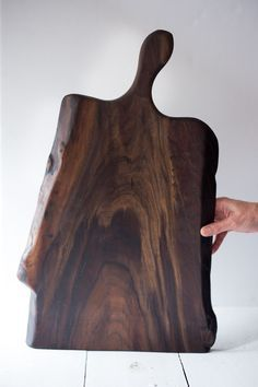 Add a warm touch of black walnut and serve your guests charcuterie, cheeses or any tasty delight on this beautiful board. These walnut boards were salvaged from a Spokane windstorm. They are nice an Popular Woodworking, Fine Woodworking, Woodworking Crafts, Diy Cutting Board, Wood Cutting Boards, Kitchen Board, Wood Tray, Old Wood, Wood Turning