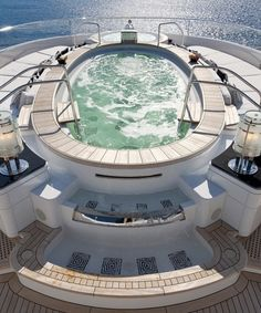 What makes a yacht extra luxurious? These amazing jacuzzi with a view.