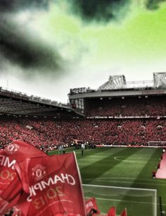 Sir Alex Ferguson's last home game in charge at MUFC. Manchester Unaited, Manchester United Wallpaper, Manchester United Football, Sir Alex Ferguson, Premier League Champions, English Premier League, Old Trafford, Europa League, Man United